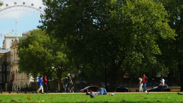 London St. James's Park And Horse Guards Road (UHD)