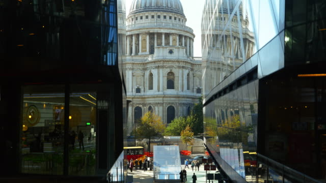 POV London St. Paul's Cathedral Viewed From Escalator (UHD)