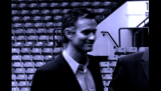london stamford bridge * * music overlay sot * * b/w graphicised seq jose mourinho and peter kenyon walking towards across pitch int jose mourinho... - ジョゼ・モウリーニョ点の映像素材/bロール