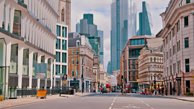 ロンドン・ストリートダウンタウンのビジネス。古いレトロな家。ファイナンシャルビル。日。 - ヨーロッパ点の映像素材/bロール
