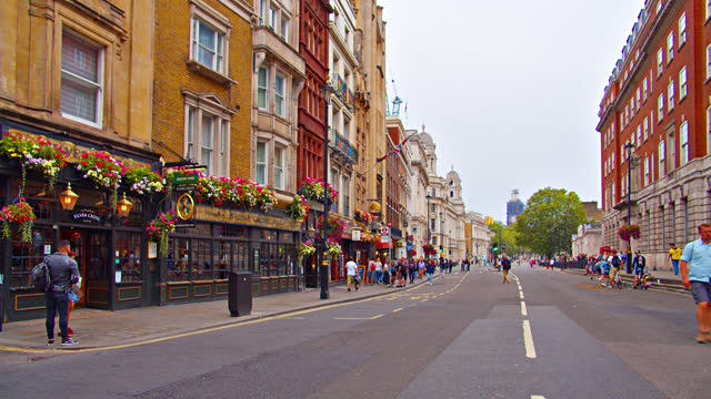 london street. restaurant. old style building. - town hall stock videos & royalty-free footage