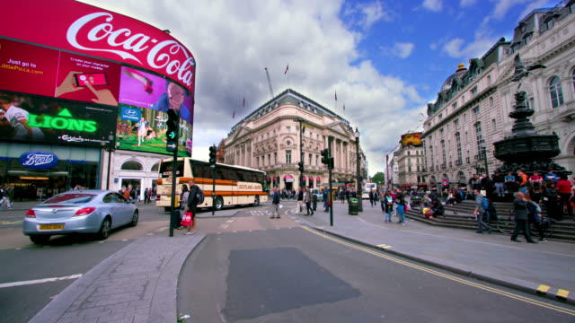 london street scenes - piccadilly circus stock videos and b-roll footage