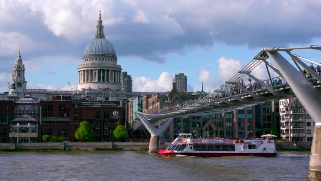 london street scenes - london millennium footbridge stock videos and b-roll footage