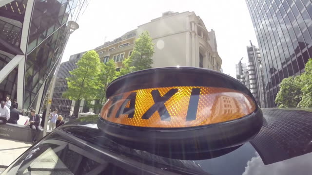 london taxi driving through the city of london - taxi video stock e b–roll