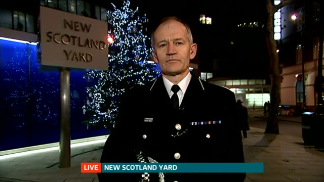 london teenager allegedly leaves to fight the islamic state in syria england london gir int commander simon bray at new scotland yard live interview... - ニュースコットランドヤード点の映像素材/bロール
