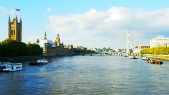 vídeos y material grabado en eventos de stock de río támesis de londres y las casas de parlamento cinemagraph - torre victoria