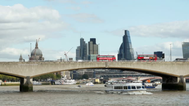 london thames river and the city cinemagraph - tourboat stock videos & royalty-free footage