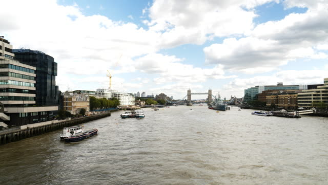 Themse in London und die Tower Bridge aus dem Westen