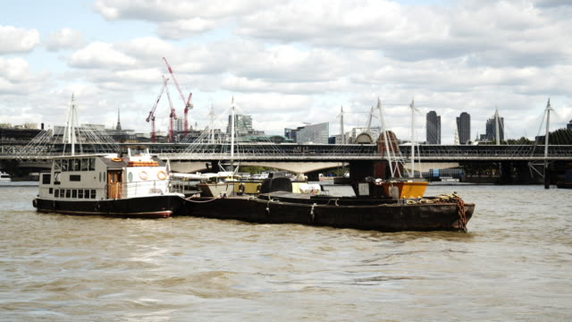 London Themse mit Hungerford Bridge und Golden Jubilee Bridges