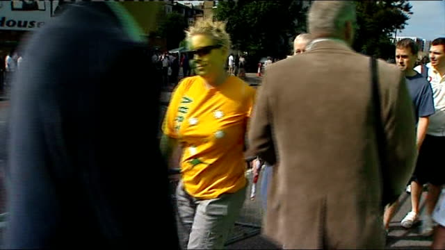 stockvideo's en b-roll-footage met london the oval ext cricket supporters along down street near the oval cricket ground australian cricket fan with face painted yellow vox pop england... - channel 4 news