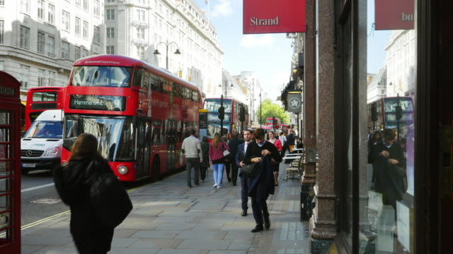 london the strand road traffic (uhd) - the strand london stock videos and b-roll footage