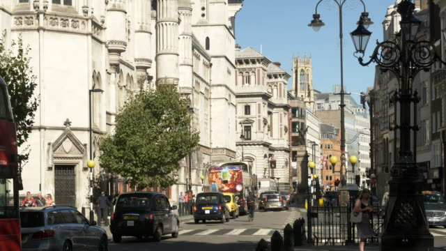 london the strand to fleet street - royal courts of justice stock videos & royalty-free footage