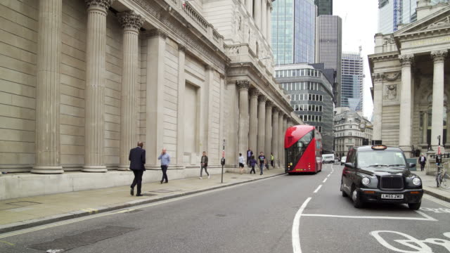 london threadneedle street and bank of england - pedestrian stock videos & royalty-free footage