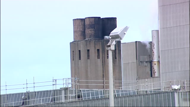 tom lyon interview sot somerset nr bridgwater hinkley point ext general views exterior of nuclear power station nuclear station worker in control... - tom green stock-videos und b-roll-filmmaterial