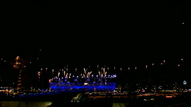 london tourism enjoys boom due to olympics r28071202 / olympic park london 2012 olympic games opening ceremony with fireworks over olympic park **... - 2012年ロンドン夏季オリンピック点の映像素材/bロール