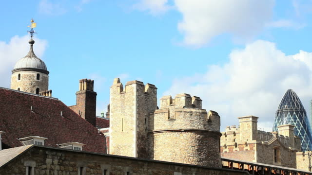 hd london tower and the city (panning) - wahrzeichen stock videos & royalty-free footage