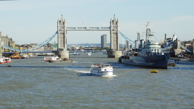 Londen Tower Bridge en HMS Belfast oorlogsschip (UHD)