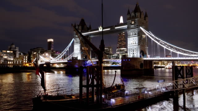 london tower bridge and the shard at night - stationary stock videos & royalty-free footage