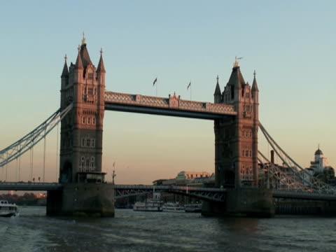 london: tower bridge at sunset, pull medium to wide - medium group of animals stock videos & royalty-free footage