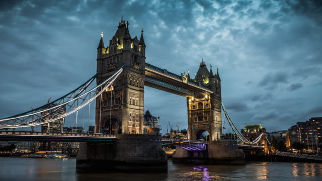 London Tower Bridge - Day to Night Time Lapse