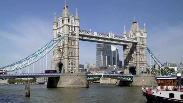 london tower bridge to the north - bridge built structure stock videos & royalty-free footage