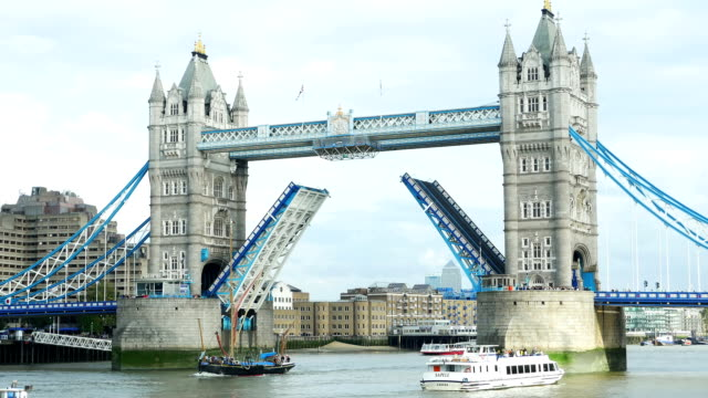 london tower bridge with moving bascules (4k/uhd to hd) - tower bridge stock-videos und b-roll-filmmaterial