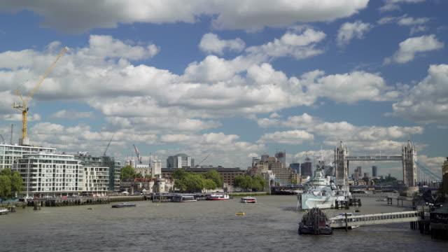 stockvideo's en b-roll-footage met london tower hill en tower bridge vanuit het westen - imperial war museum museum