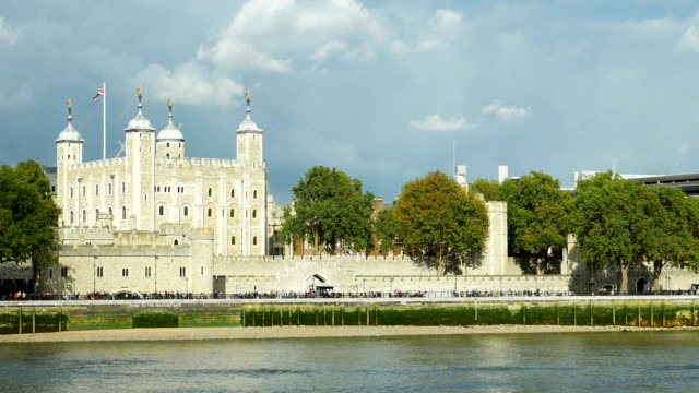 pan london tower viewed fromt river thames (4k/uhd to hd) - tower of london stock videos and b-roll footage