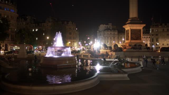 夜のロンドン トラファルガー広場 - ロンドン ホワイトホール点の映像素材/bロール