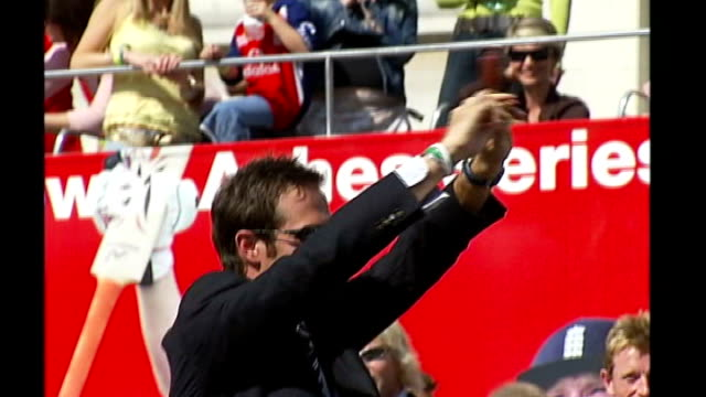 trafalgar square ext michael vaughan raising replica ashes urn to the crowds at victory parade following 2005 ashes victory - 2005 stock videos & royalty-free footage