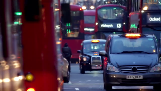 vídeos de stock e filmes b-roll de london traffic 1 - cultura britânica
