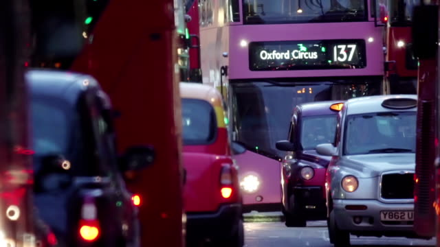 london traffic 3 - autobus video stock e b–roll