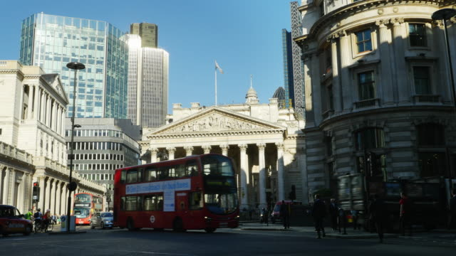 London Traffic Around Royale Exchange (UHD)