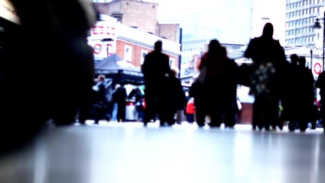 londoner bahnhof timelapse - u bahnstation stock-videos und b-roll-filmmaterial