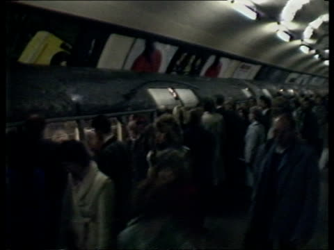 london kings cross cms crowd of commuters towards tms side commuters on underground platform waiting next doors of crowded train pan rl zoom in... - train vehicle stock videos & royalty-free footage