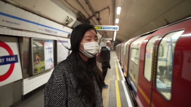 member of the public wears a face mask in the london underground at travel - the coronavirus pandemic, london on march 21, 2020 in london, england. - covid 19 stock videos & royalty-free footage