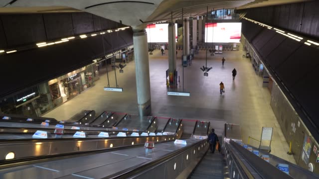 nearly empty canary wharf london underground station at cultural closures - the coronavirus pandemic on march 24, 2020 in london, england. - underground station stock videos & royalty-free footage