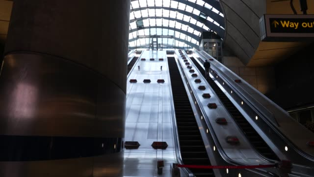 nearly empty canary wharf london underground station at cultural closures - the coronavirus pandemic on march 24, 2020 in london, england. - docks stock videos & royalty-free footage