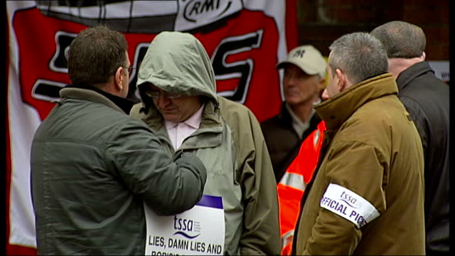 hour strike; r04101005 picket line outside finsbury park tube station 'official picket' placard striking workers at picket line dates unknown int... - mollusc stock videos & royalty-free footage