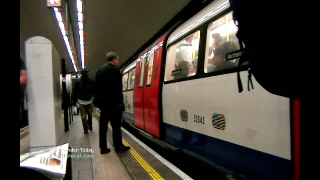 talks to avoid tube strike various of transport for london employee giving advice to commuters outside victoria station tube train pulling into... - itv london lunchtime news stock-videos und b-roll-filmmaterial