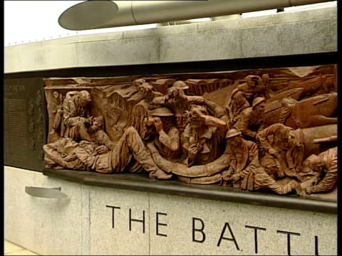 london victoria embankment ext ** sound of aeroplanes overlaid on following shots ** gvs memorial sculpture commemorating the soldiers who fought... - statue stock videos & royalty-free footage
