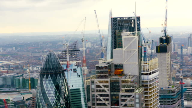 london views from a helicopter - swiss re stock videos & royalty-free footage