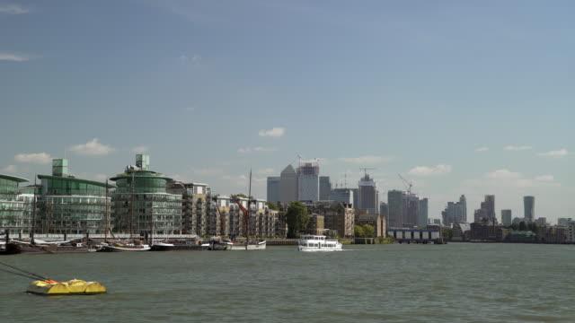 London-Wapping und Canary Wharf von Butlers Wharf angesehen