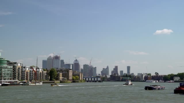 london wapping and canary wharf viewed from butler's wharf - river thames stock videos & royalty-free footage