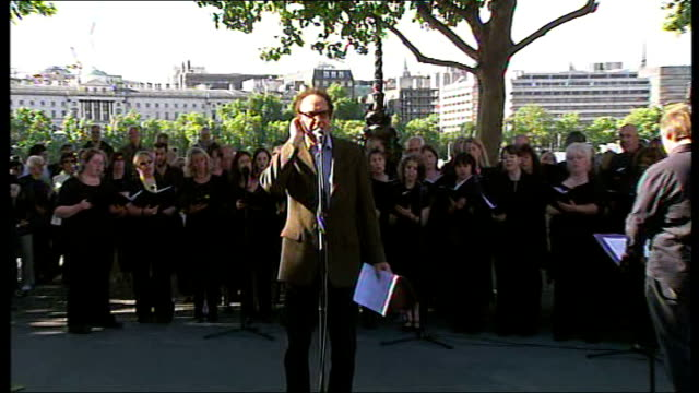 waterloo bridge: ext ray davies singing 'waterloo sunset' accompanied by choir sot - the kinks stock videos & royalty-free footage