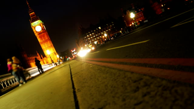T/L London Westminster Bridge And Big Ben At Night.