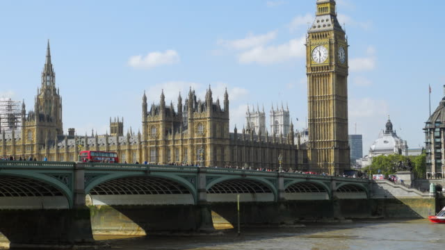london westminster bridge and big ben (uhd) - westminster bridge stock videos and b-roll footage