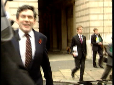 london westminster ms gordon brown mp towards past into car as leaving parliament following his prebudget speech - ゴードン ブラウン点の映像素材/bロール
