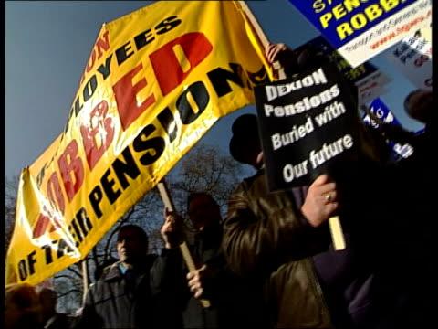 vídeos de stock, filmes e b-roll de london westminster gv pension protestors along with placards and a small wooden coffin track gv protestors singing and holding placards and coffin... - stop placa em inglês
