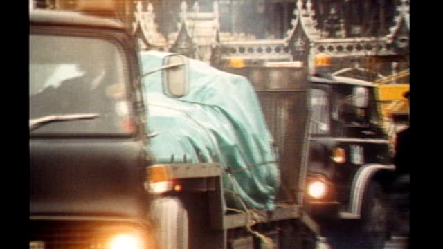 stockvideo's en b-roll-footage met london westminster ext police officers examining site of terrorist attack car bomb blast that killed tory mp airey neave low loader carrying car... - irish national liberation army